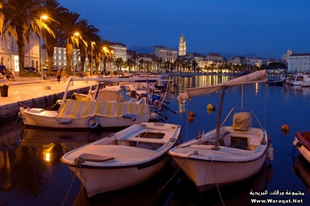 Croatia, Dalmatia, Dalmatian Coast, Split, old Roman city listed as World Heritage by UNESCO and Riva lined with palm trees