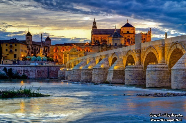 Spain, Andalucia, Cordoba Province, Cordoba, Roman Bridge (Puente Romano) over Guadalquivir River and Mezquita (Mosque–Cathedral of Cordoba, UNESCO World Heritage Site)