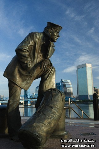 LONE SAILOR STATUE SAINT JOHNS RIVER SOUTH RIVER WALK DOWNTOWN JACKSONVILLE FLORIDA USA