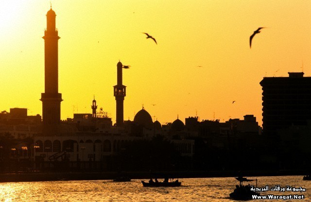 United Arab Emirates, Dubai, sunset on Bur Dubai and its mosque