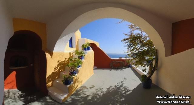 Greece, View trough archway to traditionally Greek house balcony of Santorini